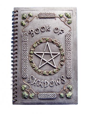 Grimoire des ombres avec Pentagramme