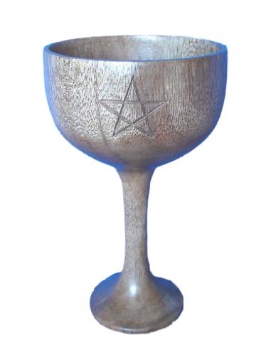 Calice en bois avec pentagramme