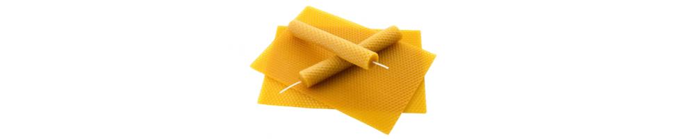 Bougies en cire d'abeille pour rituels et activités spirituelles.